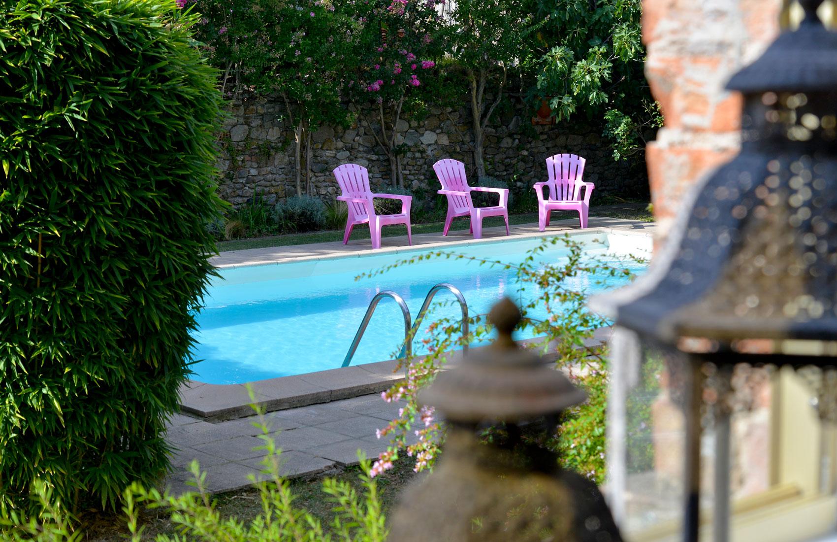 les-bellugues-piscine-et-jardin